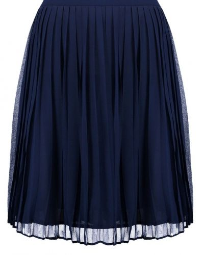Veckade kjol från Minimum till mamma.