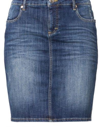 Blå jeanskjol från Opus till tjejer.