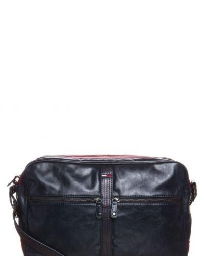 Hilfiger Denim Rylan axelremsväska. Väskorna håller hög kvalitet.