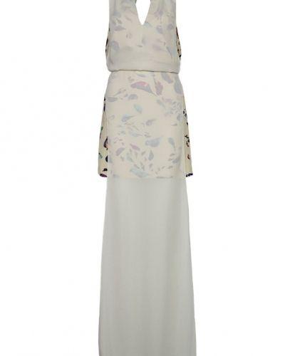Till tjejer från WONDALAND, en vit maxiklänning.