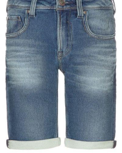 Till tjejer från Teddy Smith, en jeansshorts.