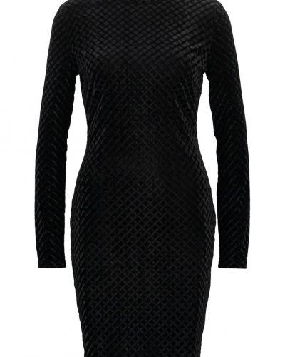 Fodralklänning Minimum SELLA Fodralklänning black från Minimum