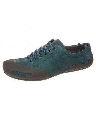 Till dam från Camper, en blå sneakers.