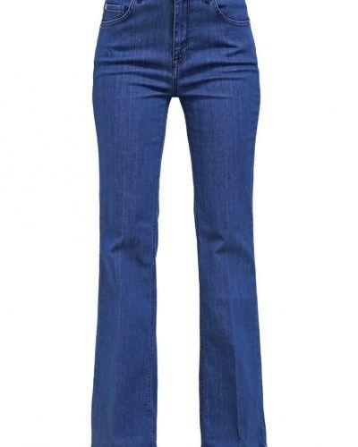 Till tjejer från Selected Femme, en bootcut jeans.