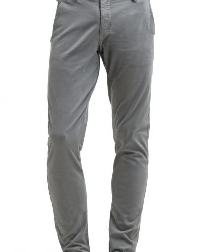 Shhoneluca stormy chinos stormy weather Selected Homme chinos till dam.