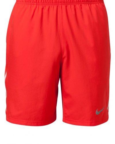 Nike Performance Shorts. Traningsbyxor håller hög kvalitet.