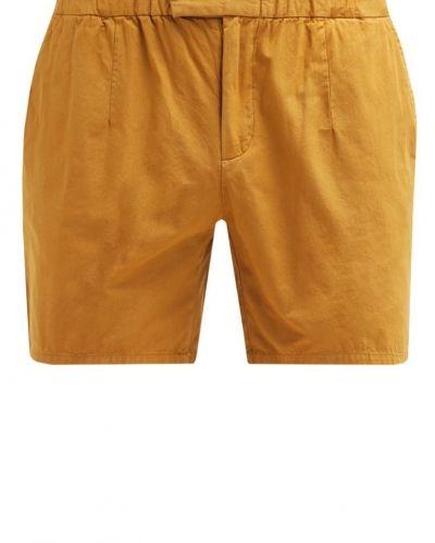Till dam från KIOMI, en shorts.
