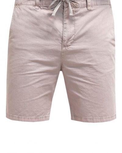 Till dam från Pier One, en shorts.