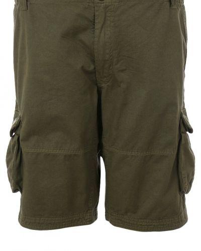 Till dam från Replika, en shorts.
