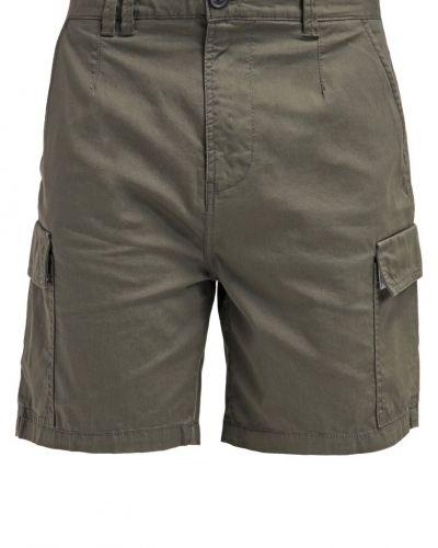 KIOMI shorts till dam.