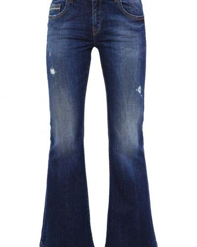 Till tjejer från LTB, en bootcut jeans.
