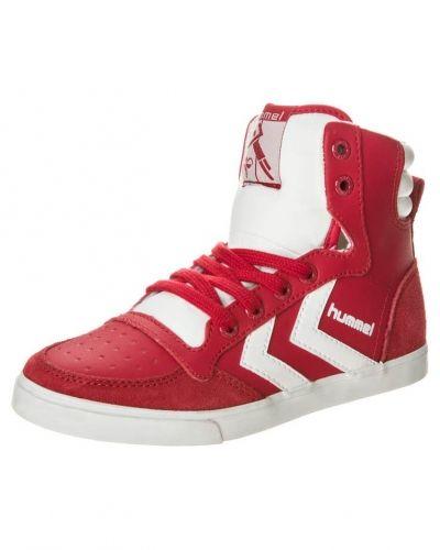 Röd höga sneakers från Hummel till barn.