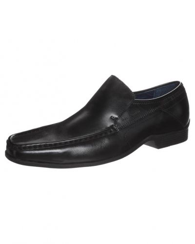 Till herr från Hush Puppies, en svart loafers.