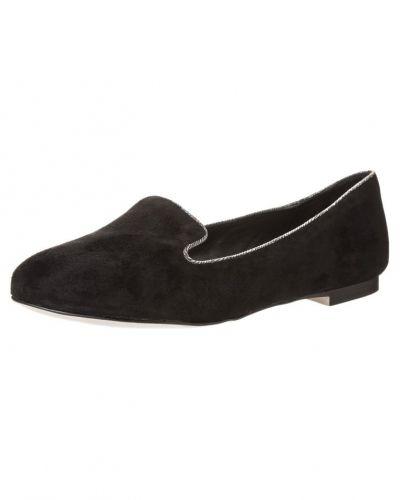 Till dam från Jonak, en svart loafers.