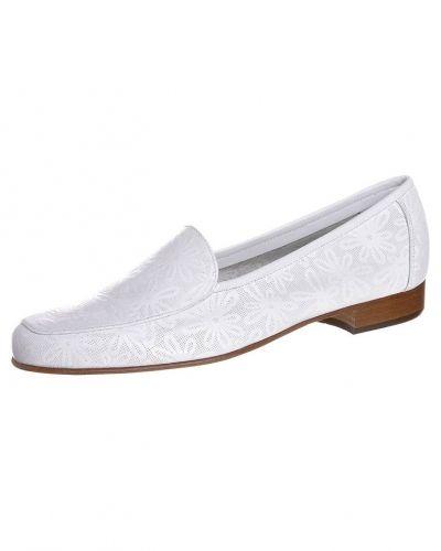 Till dam från Gabriele, en vit loafers.
