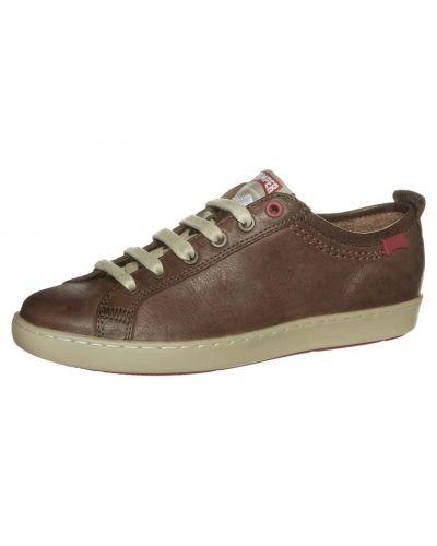Till dam från Camper, en brun sneakers.