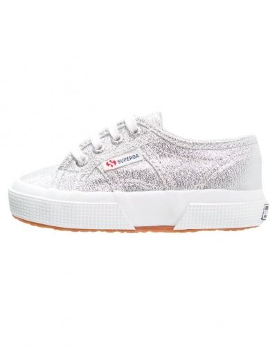 Till dam från Superga, en sneakers.