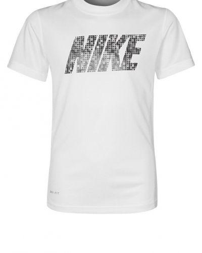 Nike Performance SPEED FLY GFX Funktionströja Vitt från Nike Performance, Kortärmade träningströjor