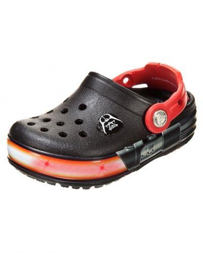 Svart sandal från Crocs till kille.