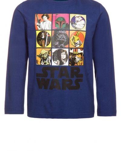Till kille från Lucasfilm, en blå långärmad tröja.
