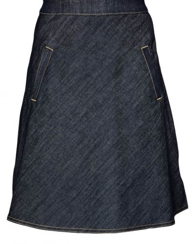 Till kvinna från Mads Nørgaard, en blå a-linje kjol.