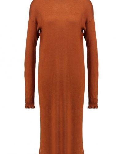 Stickad klänning spice Warehouse stickade klänning till mamma.