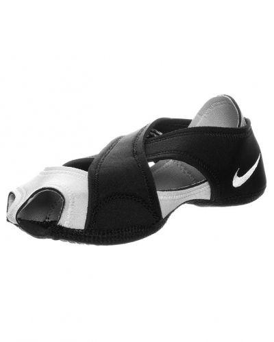 Nike Performance Nike Performance STUDIO WRAP Dansskor Svart. Traningsskor håller hög kvalitet.