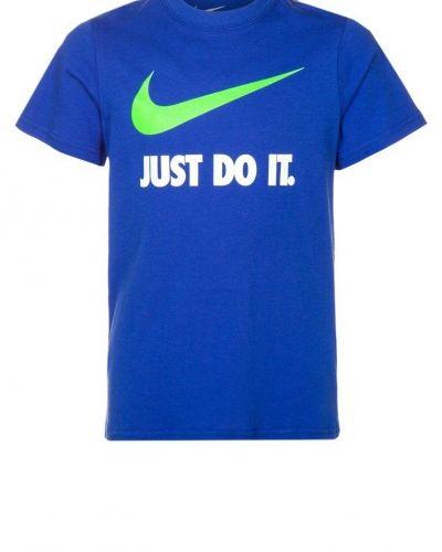 Nike Performance SWOOSH Tshirt med tryck Blått från Nike Performance, Kortärmade träningströjor