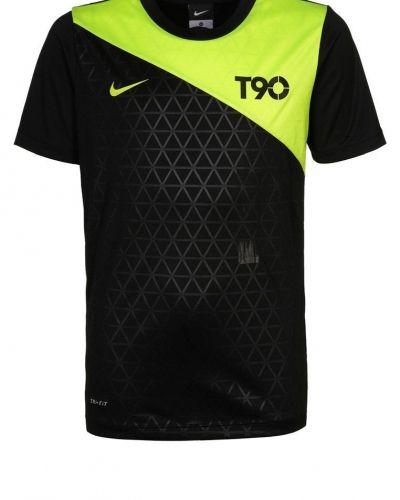 Nike Performance T90 GRAPHIC TOP Träningstopp Svart från Nike Performance, Supportersaker