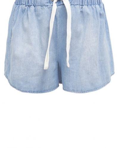 Till tjejer från The Fifth Label, en jeansshorts.