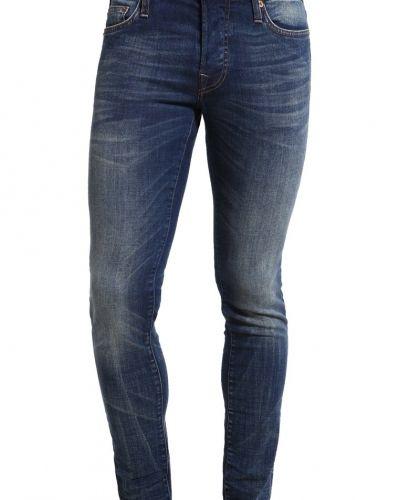 Till dam från True Religion, en slim fit jeans.