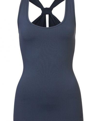 Till dam från Curare Yogawear, en blå linnen.
