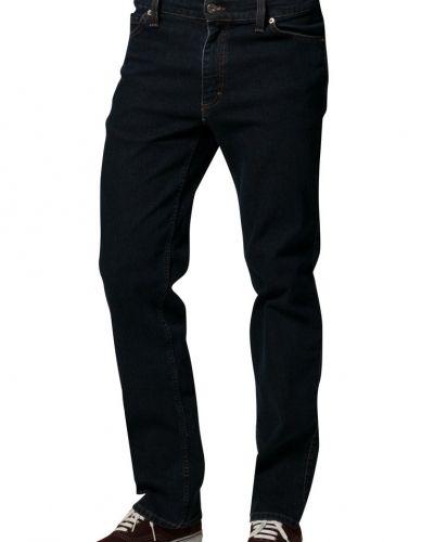 Till herr från Mustang, en blå straight leg jeans.