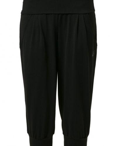 Curare Yogawear Curare Yogawear Träningsshorts 3/4längd Svart. Traningsbyxor håller hög kvalitet.