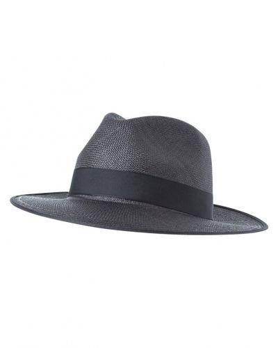 Reiss hatt till mamma.