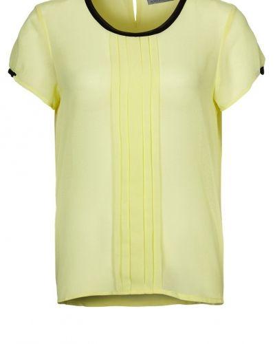 Till dam från Soaked in Luxury, en gul tunika.