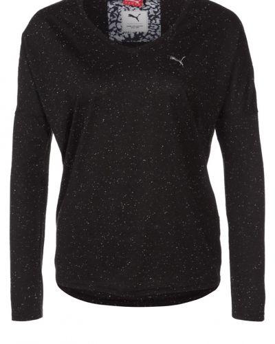 Till dam från Puma, en svart långärmad tröja.