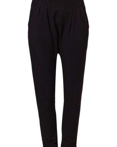Till dam från Vero Moda, en svart leggings.