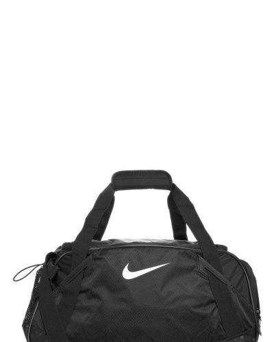 Nike Performance Varsity girl. Sportvaskor håller hög kvalitet.