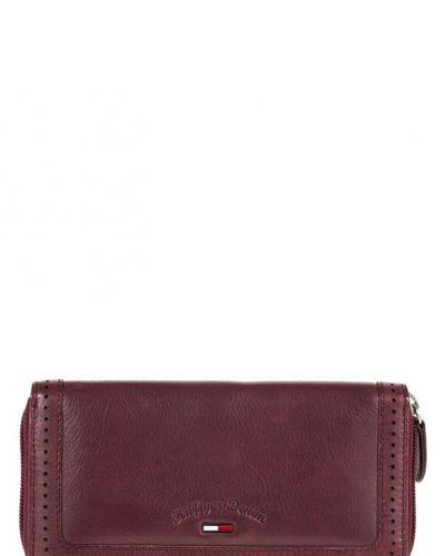 Hilfiger Denim Vaya plånbok. Väskorna håller hög kvalitet.