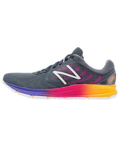 Vazee pace v2 neutrala löparskor black/orange New Balance löparsko till mamma.