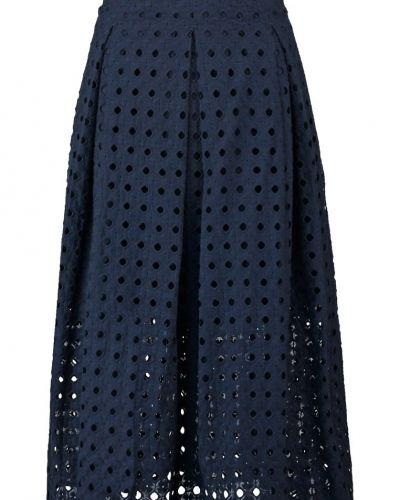 Veckade kjol från Ivy & Oak till mamma.