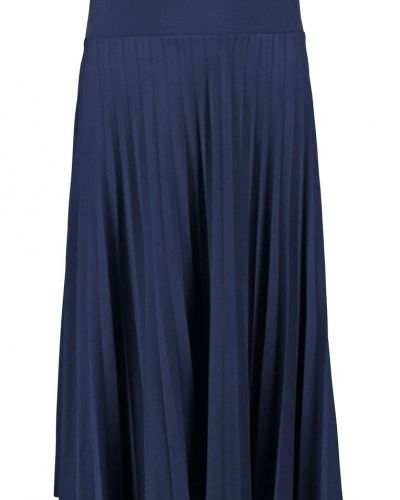 Anna Field veckade kjol till mamma.