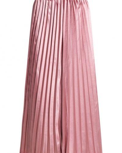 Till mamma från TFNC, en veckade kjol.