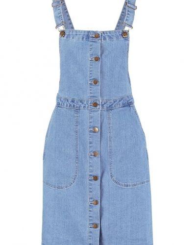 dae7bf79eb40 Vilagos jeansklänning dark blue denim VILA jeansklänning till tjejer.