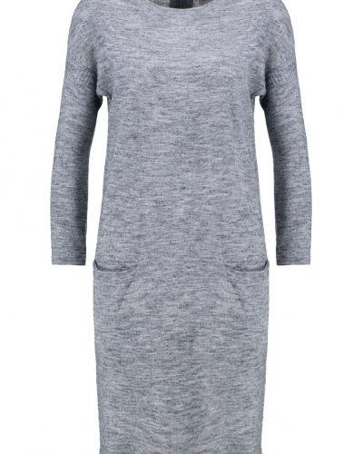 Till mamma från Vero Moda, en stickade klänning.