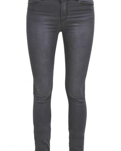 Till dam från Vero Moda, en slim fit jeans.