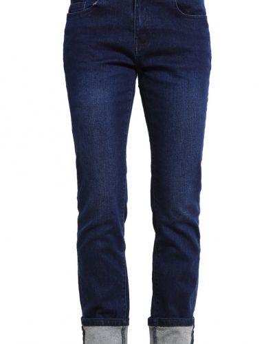 Till tjejer från Vero Moda, en bootcut jeans.
