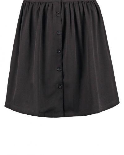 Vero Moda veckade kjol till mamma.