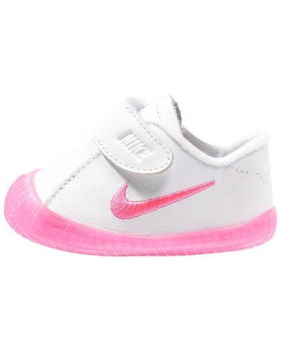 Lära-gå-sko från Nike Sportswear till dam.